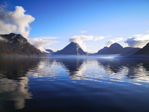 Norvegia - White Wake Sailing